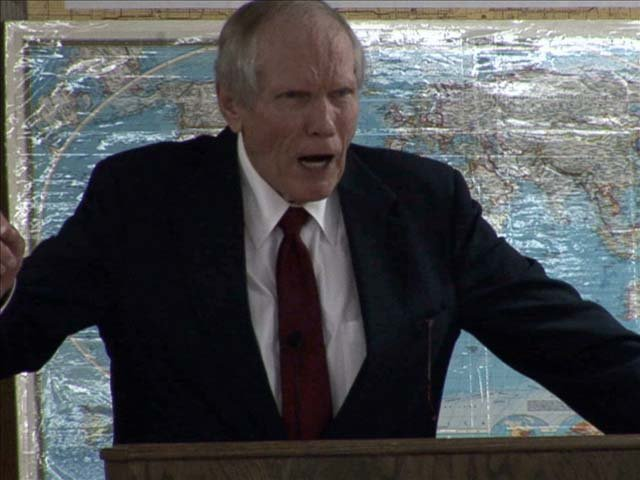 Pastor Fred Phelps delivering his Sunday sermon. (Source: Nicole Caprio/Showtime Networks/MGN)