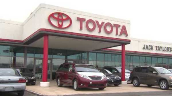 Toyota will reportedly settle over a federal probe into acceleration problems. (Source: CNN)
