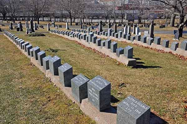 Graves of people who died when RMS Titanic sank April 15, 1912. The dead were buried in Halifax, Nova Scotia. (Source: archer10/Flickr/Wikimedia Commons)