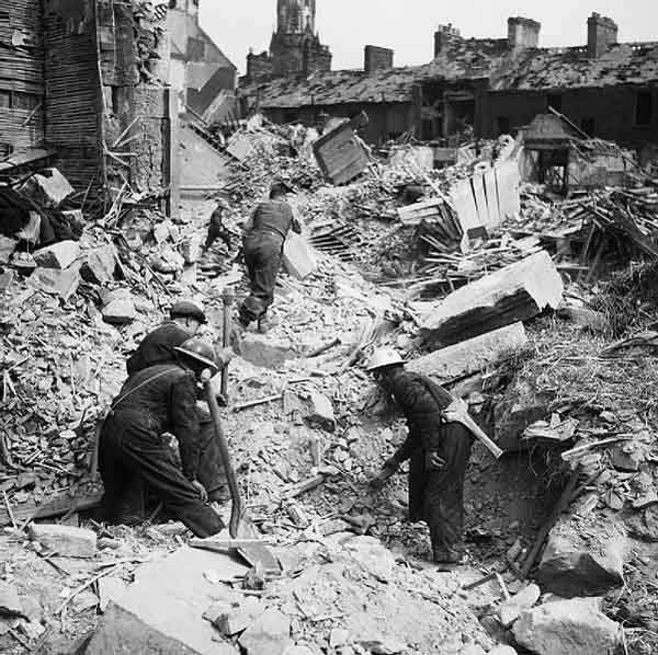 Aftermath of the Belfast Blitz on April 15, 1941. (Source: United Kingdom/Wikimedia Commons)