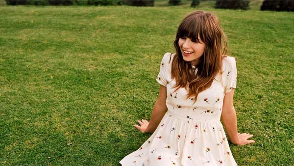 Gabrielle Aplin's six-song 'English Rain' EP is now available in the U.S. (Source: Warner Brothers Records)