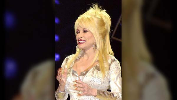 Dolly Parton took to 'Today' to clear up any remaining rumors that she has full sleeves of tattoos. (Source: Wikicommons/MGN)