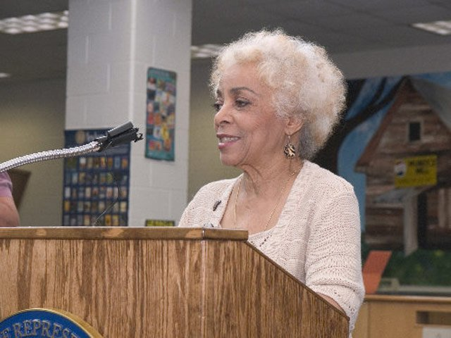 Ruby Dee speaks at a luncheon in Georgia in 2006. (Source: U.S. Rep. David Scott/Wikipedia)