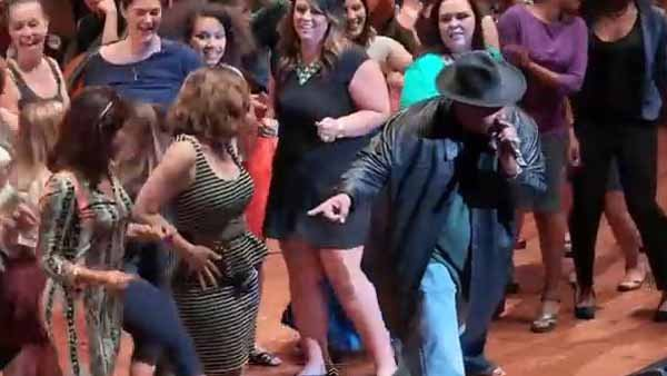 SIr Mix-a-Lot reprised his hit 'Baby Got Back' with the Seattle Symphony and a gaggle of women from the audience. (Source: Seattle Symphony/YouTube)