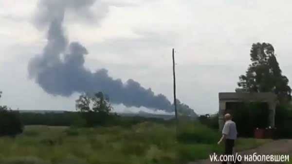 Malaysia Airlines Flight 17 crashed near the Ukraine-Russia border Thursday. A Ukraine official said he believed the plane was shot down by pro-Russian rebels, a claim they denied. (Source: EMPR/CNN)