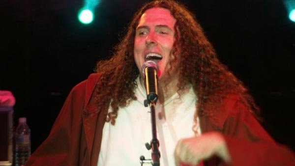 'Weird Al' Yankovic performs at a show in St. Louis in 2004. A Change.org petition wants him to perform during Super Bowl XLIX. (Source: BstarXO/Wikimedia Commons)
