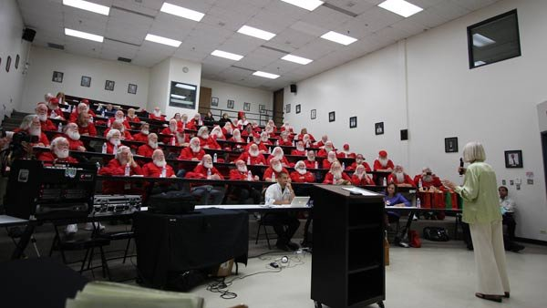 Dozens of Santas attend class at Santa University. (Source: Santa University/The Noerr Programs)