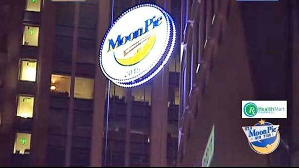 The MoonPie made its way down the RSA Twustmark Building to signal the New Year. (Source: WLOX)