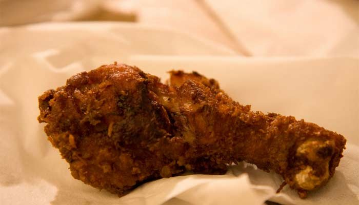 A fight over fried chicken leaves one person stabbed to death. (Source:Lummmy/Flickr Creative Commons)