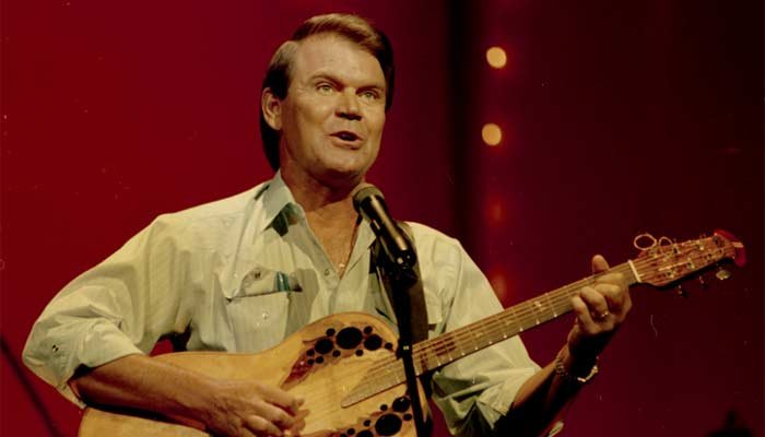 Country star Glen Campbell performing in 1987. (Source: AP Photo)