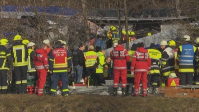 RAW: Rescuers work scene of deadly train collision in Germany