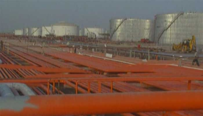 US crude oil prices fall as inventories hit record high
