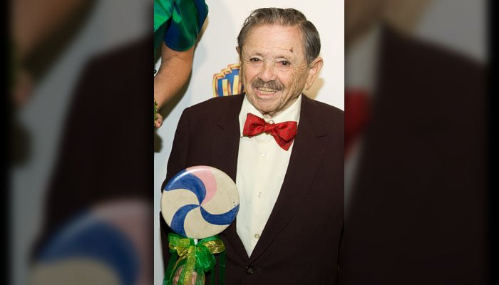 "Original Munchkin Jerry Maren attends the ""Wizard of Oz"" 70th Anniversary Emerald Gala at Tavern on the Green in New York, Thursday, September 24, 2009. (Source: AP Photo/Charles Sykes)"