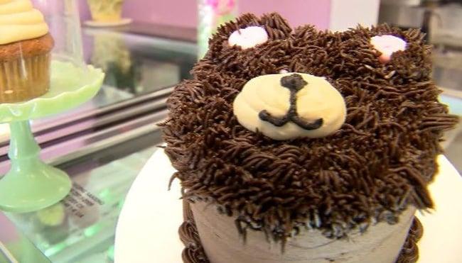 Christine Allen's popular vegan sweets shop Mo'Pweeze Bakery makes  award-winning cupcakes. (Source: News 12 New Jersey/CNN)