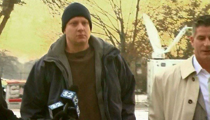 Officer Jason Van Dyke walks toward the Leighton Criminal Court building, alongside his attorney, in Chicago. (Source: WBBM/CNN)