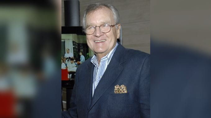 Actor Bill Daily poses on the press line at the TV Land 35th anniversary celebration of the Bob Newhart Show in Beverly Hills, Calif. on Wednesday, Sept. 5, 2007. (Source: AP Photo/Dan Steinberg)