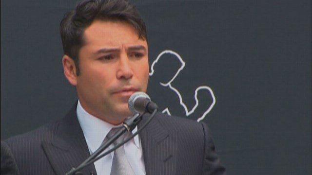 De La Hoya said if Kanye West can announce that he may run, why can't he? (Source: CNN)
